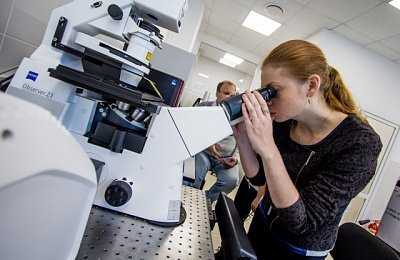 Scientists learn about advanced methods of biological microscopy in Vladivostok